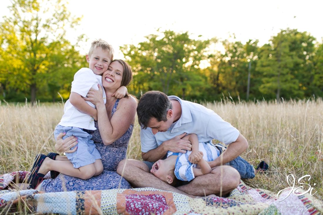 Kansas City fun candid real family photographer