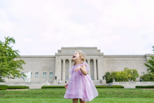 Kansas City kids photographer Nelson Atkins silly real moment girl laughing
