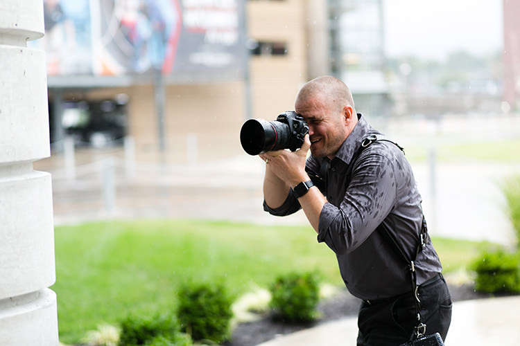 Kansas City wedding photographer getting rained on