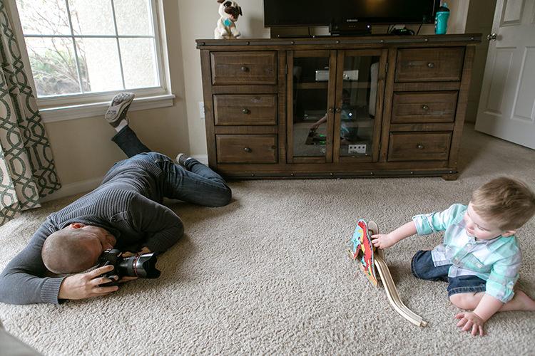 documentary family photographer on floor