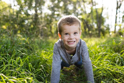 cute photo smiling boy during stressless family pictures session