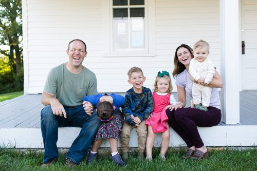 relaxed Kansas City family photographer genuine laughing family photo