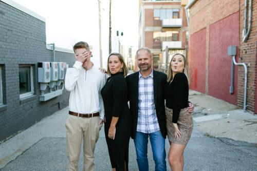 Kansas City photographers relaxed family photos
