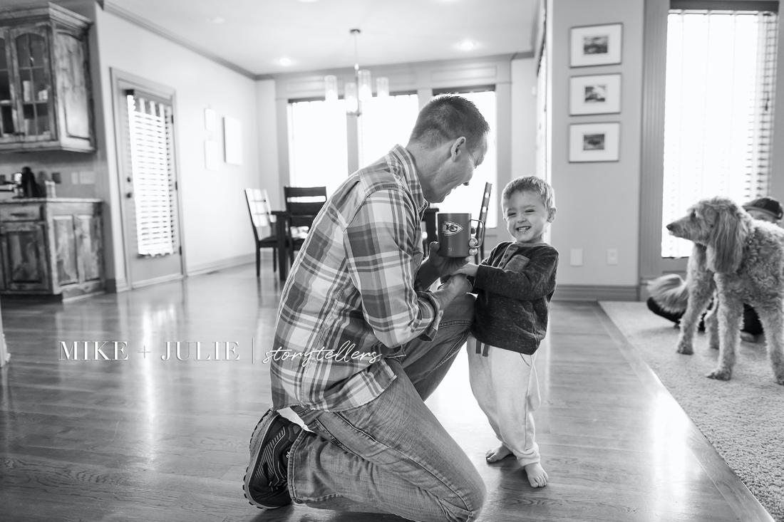 real life photos of family kansas city documentary family photographer