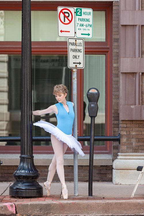 sidewalk ballet dancer in Johnson County Kansas