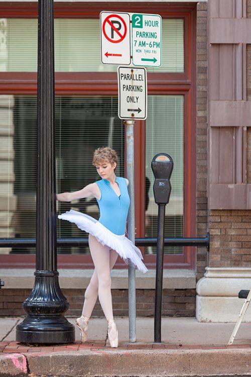 sidewalk ballet dancer in Johnson County Kansas