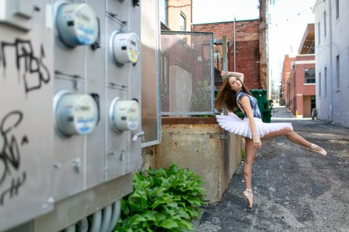 kansas city picture of ballet dancer in pancake tutu and pointe shoes doing stunning attitude
