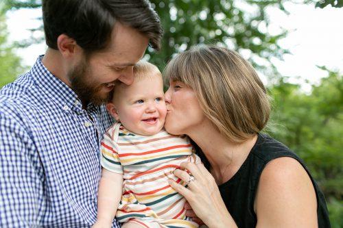 sweet baby kisses family photographer